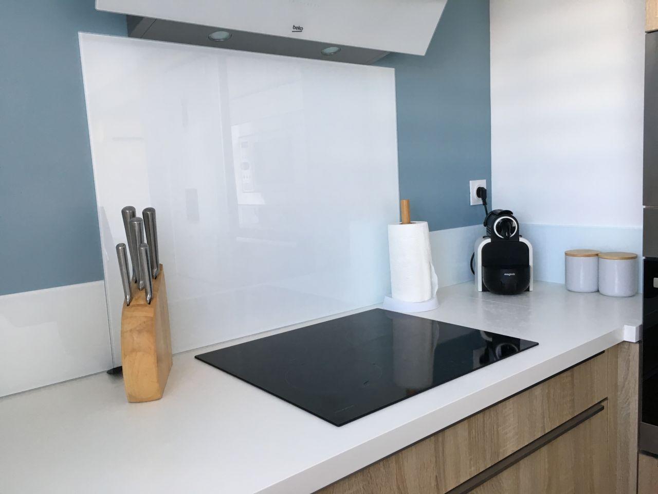 Installer Une Credence En Verre relookez votre cuisine en y ajoutant une crédence - queneau